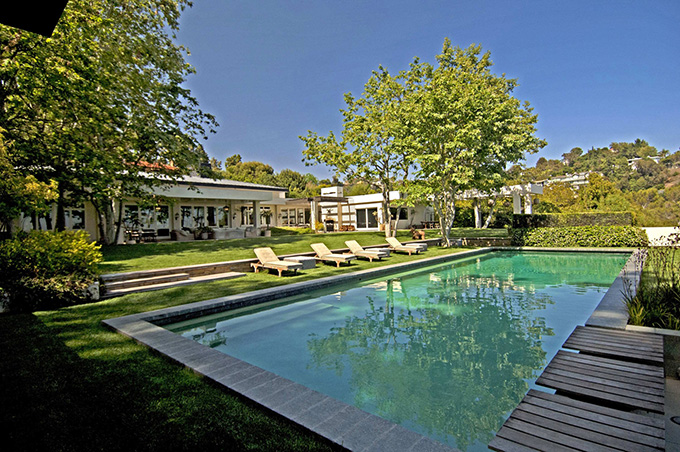"""10 Most Amazing Celebrity Houses"""