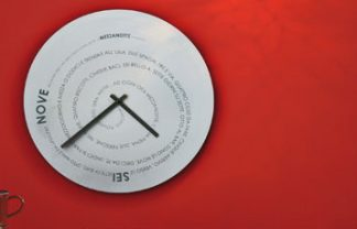 """""""The Most Beautiful Modern Clocks for a Beach House"""""""