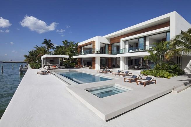 modern home by Choeff Levy Fischman and Charlotte Dunagan